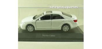 coche miniatura Toyota Camry (vitrina) escala 1/36 - 1/38
