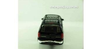 coche miniatura Chevrolet 01 Suburban escala 1/39 welly