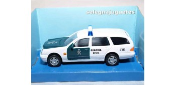 Mercedes Benz 300T Guardia Civil escala 1/43 Cararama