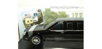 Cadillac Deville Presidential Limo 2001 scale 1/24 Limousine