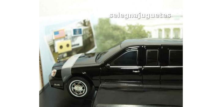Cadillac Deville Presidential Limo 2001 escala 1/24 Limousina