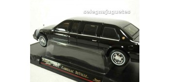 miniature car Cadillac Deville Presidential Limo 2001 scale
