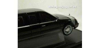maquetas de coches Cadillac Deville Presidential Limo 2001