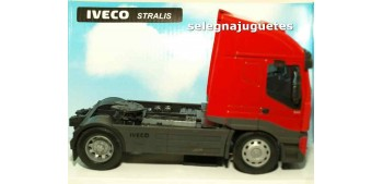 Iveco Stralis cabeza tractora 1/32 New Ray