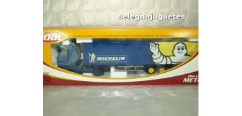 Renault Magnum Michelin con trailer 1/50 Joal