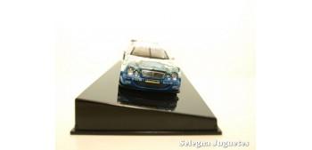 coche miniatura MERCEDES BENZ CLK DTM 2000 DUMBRECK Nº 19 -