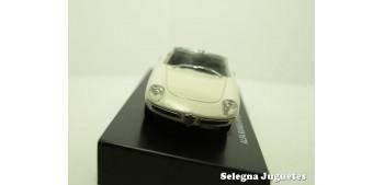 coche miniatura Alfa Romeo Spider 1600 Duetto 1966 escala 1/43