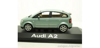 coche miniatura Audi A2 gris escala 1/43 Minichamps coche