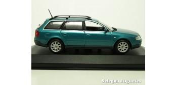 coche miniatura Audi A6 Avant azul escala 1/43 Minichamps coche