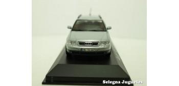 coche miniatura Audi A6 Avant gris escala 1/43 Minichamps coche