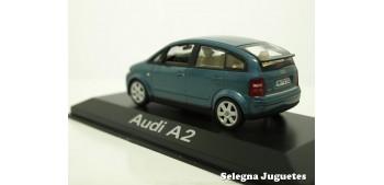 coche miniatura Audi A2 azul escala 1/43 Minichamps