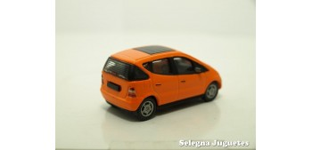 coche miniatura MERCEDES BENZ CLASE A 1/72 CARARAMA SIN CAJA
