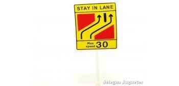 Stay in Lane velocidad máxima 30 millas señal trafico escala 1/43 cararama coche metal miniatura