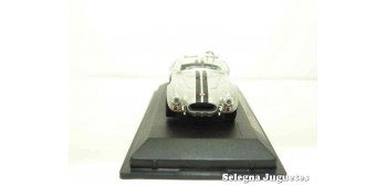 Shelby Cobra 427S/C 1964 1/43 Lucky Die Cast car miniature