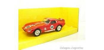 Shelby Cobra Daytona coupe rojo 1/43 Lucky Die Cast coche a