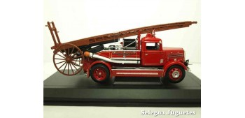 Dennis Ligt Four 1938 Fire Engine 1/43 Lucky Die Cast