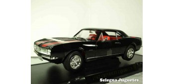 Chevrolet Camaro Z28 1967 1/18 Lucky Die Cast car miniature