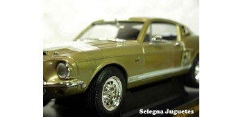 Shelby GT-500KR 1968 1/18 Lucky Die Cast car miniature