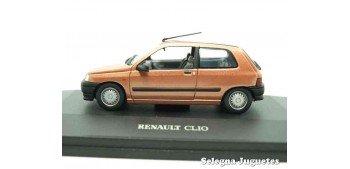 RENAULT CLIO I 3 PUERTAS NARANJA - 1/43 UNIVERSAL HOBBIES