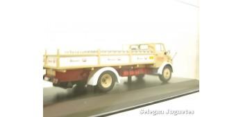Mercedes Benz 1113 reparto leche (vitrina rota) 1/43 Ixo camion escala