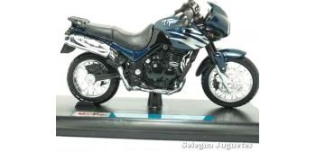 miniature motorcycle Triumph Tiger (sin caja) scale 1/18 Maisto