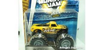 Monster Jam Titan 1:64 scale Hot wheels