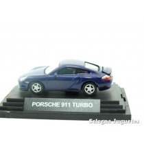 "<p><strong>Porsche Carrera 4</strong></p><p><strong>Guiloy</strong></p><p><strong>1:72 - 1/72</strong></p><p><span style=""font-style:normal;font-weight:normal;font-family:Raleway, sans-serif;font-size:14px;"">Ver más escala</span><a class=""btn btn-default"" href=""https://www.selegnajuguetes.es/es/por-escalas/escala-1-72/"" style=""font-style:normal;font-family:Raleway, sans-serif;"">1:72 - 1/72</a><span style=""font-style:normal;font-weight:normal;font-family:Raleway, sans-serif;font-size:14px;""> Ver más</span><a class=""btn btn-default"" href=""https://www.selegnajuguetes.es/es/coches-a-escala/"" style=""font-style:normal;font-family:Raleway, sans-serif;"">COCHES A ESCALA</a></p>"
