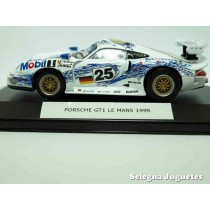 "<p><strong>Porsche GT1 Le Mans 1995(vitrina)</strong></p><p><strong>High Speed</strong></p><p><strong>1/43 - 1:43</strong></p><p><span style=""font-style:normal;font-weight:normal;font-family:Raleway, sans-serif;font-size:14px;"">Ver más escala</span><a class=""btn btn-default"" href=""https://www.selegnajuguetes.es/es/por-escalas/escala-1-43/"" style=""font-style:normal;font-family:Raleway, sans-serif;"">1:43 - 1/43</a><span style=""font-style:normal;font-weight:normal;font-family:Raleway, sans-serif;font-size:14px;""> Ver más</span><a class=""btn btn-default"" href=""https://www.selegnajuguetes.es/es/coches-a-escala/"" style=""font-style:normal;font-family:Raleway, sans-serif;"">COCHES A ESCALA</a></p>"