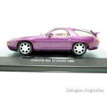 "<p><strong>Porsche 928 S4 Coupe 1986(vitrina)</strong></p><p><strong>High Speed</strong></p><p><strong>1/43 - 1:43</strong></p><p><span style=""font-style:normal;font-weight:normal;font-family:Raleway, sans-serif;font-size:14px;"">Ver más escala</span><a class=""btn btn-default"" href=""https://www.selegnajuguetes.es/es/por-escalas/escala-1-43/"" style=""font-style:normal;font-family:Raleway, sans-serif;"">1:43 - 1/43</a><span style=""font-style:normal;font-weight:normal;font-family:Raleway, sans-serif;font-size:14px;""> Ver más</span><a class=""btn btn-default"" href=""https://www.selegnajuguetes.es/es/coches-a-escala/"" style=""font-style:normal;font-family:Raleway, sans-serif;"">COCHES A ESCALA</a></p>"