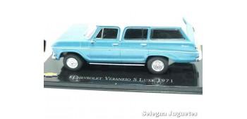 miniature car Chevrolet Veraneio S Luxe 1974 scale 1:43 Ixo
