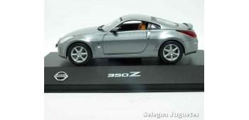 miniature car Nissan 350Z scale 1:43 Ixo