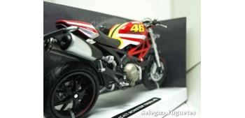 moto miniatura Ducati Monster 796 nº 46 1/12 New ray
