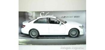 miniature car Mercedes Benz C 63 AMG White 1:24 Xtrem
