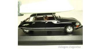 coche miniatura Citroen DS21 pallas 1973 + lancha escala 1/43