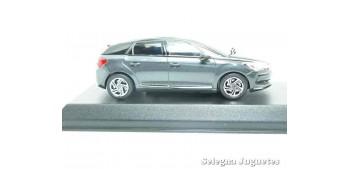 coche miniatura DS 5 1/43 Norev