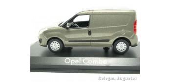 miniature car Opel Combo van scale 1:43 Ixo