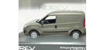 coche miniatura Opel Combo 2013 Furgoneta escala 1/43 Norev