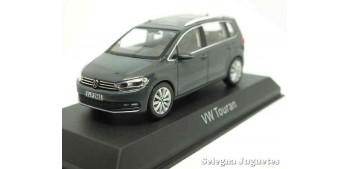 coche miniatura Volkswagen Touran 2015 1/43 Norev