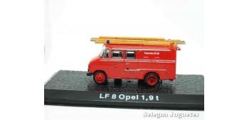 lead figure LF 8 Opel 1,9 t - firefighters - 1/72