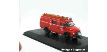 LF 8 Ford FK 2500 (vitrina) - Bomberos - 1/72