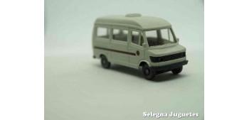 coche miniatura Furgoneta Mercedes escala 1/87 wiking