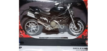 miniature motorcycle Ducati Monster 1100 negra 1/12