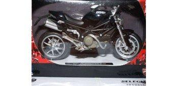 Ducati Monster 1100 negra 1/12