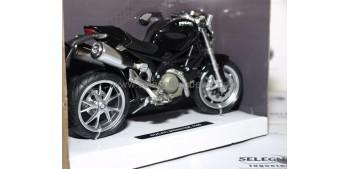 moto miniatura Ducati Monster 1100 negra 1/12