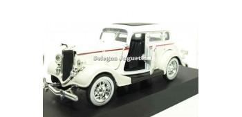 coche miniatura Ford Deluxe Fordor 1934 escala 1/32 New Ray