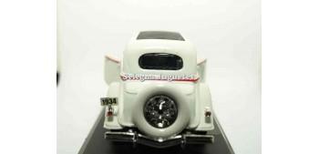 Ford Deluxe Fordor 1934 escala 1/32 New Ray coche en miniatura