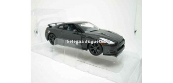 Nissan GT-R (R35) escala 1/24 Yat ming Car miniatures