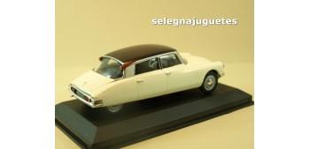 coche miniatura Citroen DS19 1957 escala 1/43 Ixo - Rba -