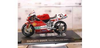 miniature motorcycle Ducati 996R Troy Bayliss 2001 1/24 Ixo
