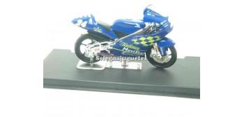 moto miniatura Honda RSR 125 Toni Elias 2001 1/24 Ixo